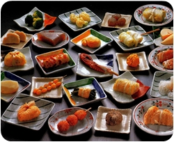Множество блюд на столе