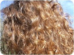 Пушистые женские волосы
