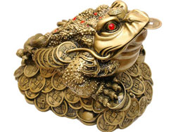 Золотая жаба для привлечения денег