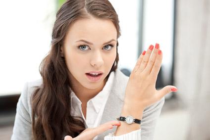 ©Depositphotos/dolgachov - На какой руке носят часы девушки?