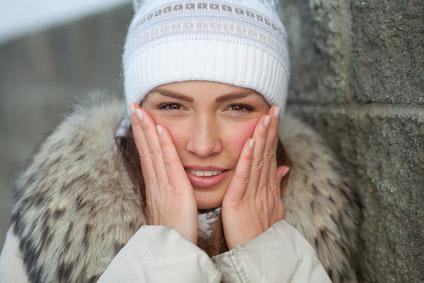 ©Depositphotos/NikitaN - Почему горят щеки: приметы против науки